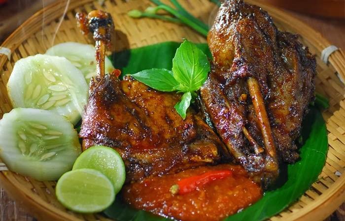 Học làm món vịt nướng của người Indonesia