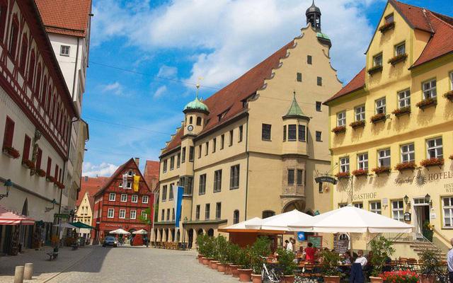Đến ngôi làng Nördlingen khám phá căn nhà dát bằng hàng triệu hạt kim cương