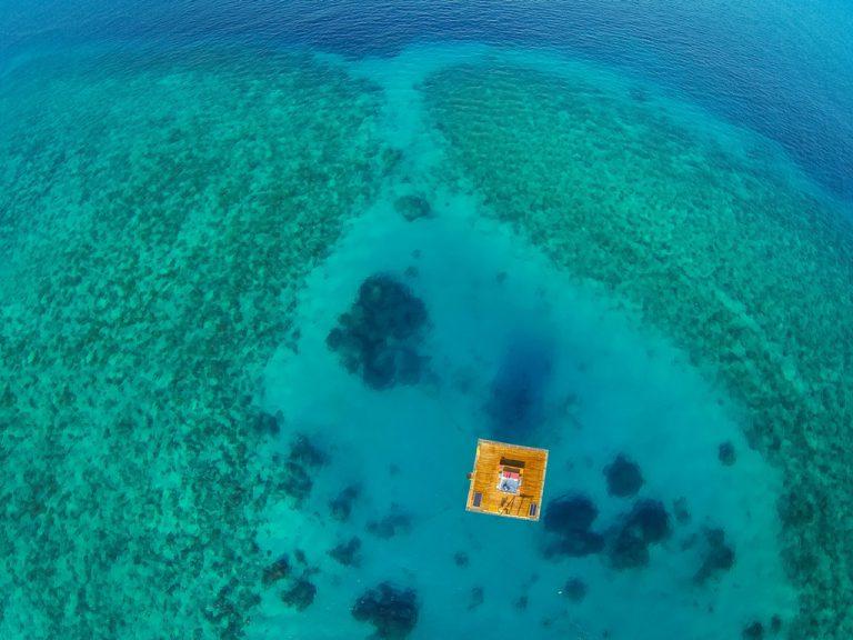 Trải nghiệm cảm giác mới lạ tại khách sạn nửa chìm nửa nổi giữa biển ở Châu Phi