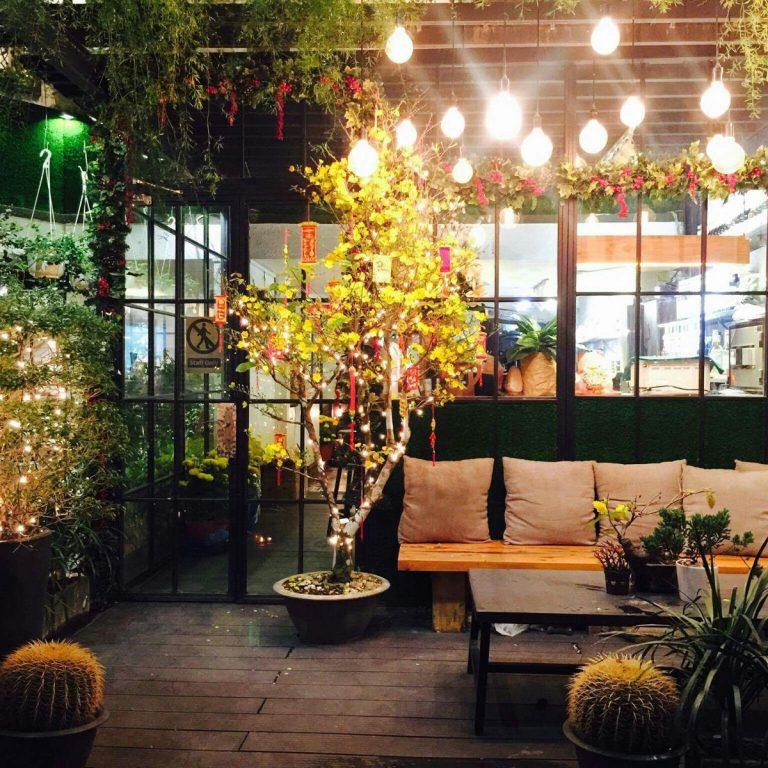 Khám phá những quán cà phê có phong cách giáng sinh hút khách ở Sài Gòn