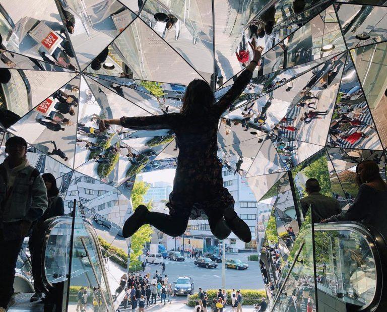 Du lịch đến Tokyo check in ngay tại cánh cổng kính vạn hoa siêu đẹp này