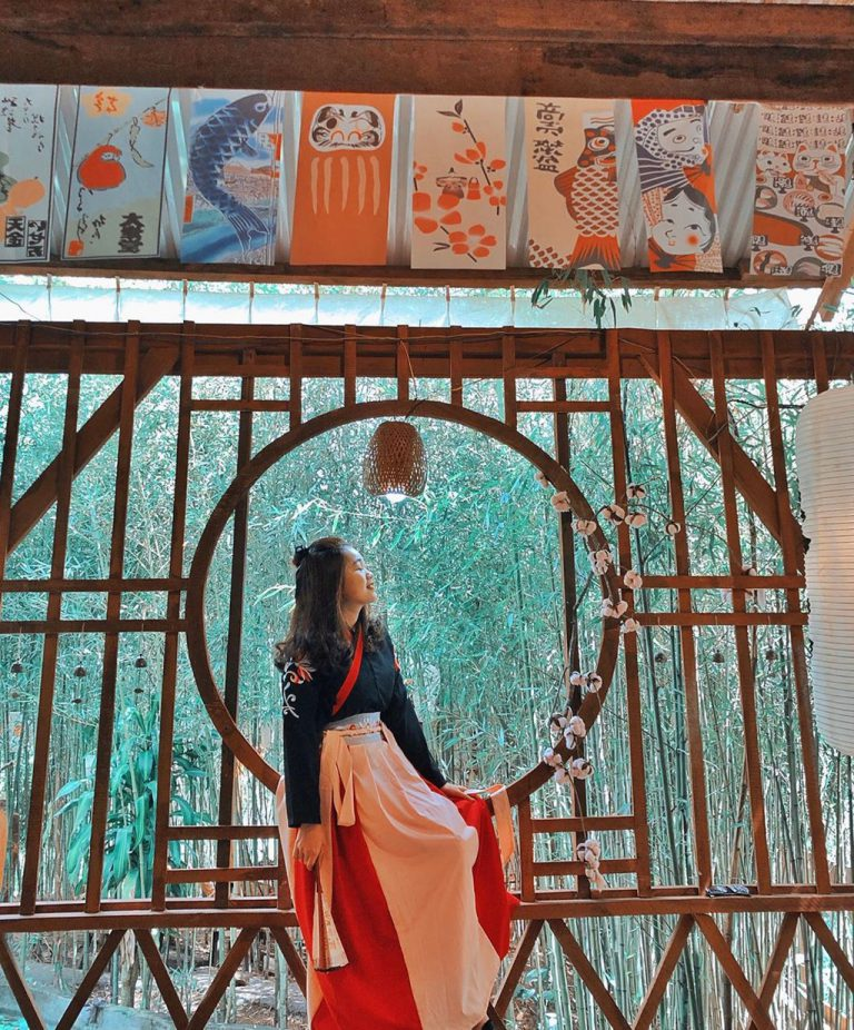 Du lịch Đà Lạt khám tha hồ sống ảo tại phim trường cổ trang