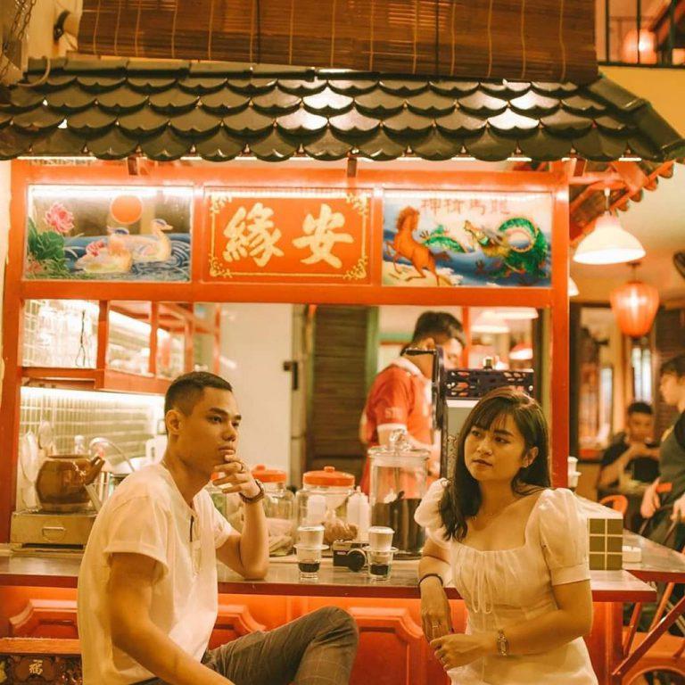 Check in tại những tiệm cơm với nhiều góc sống ảo tự như Hongkong
