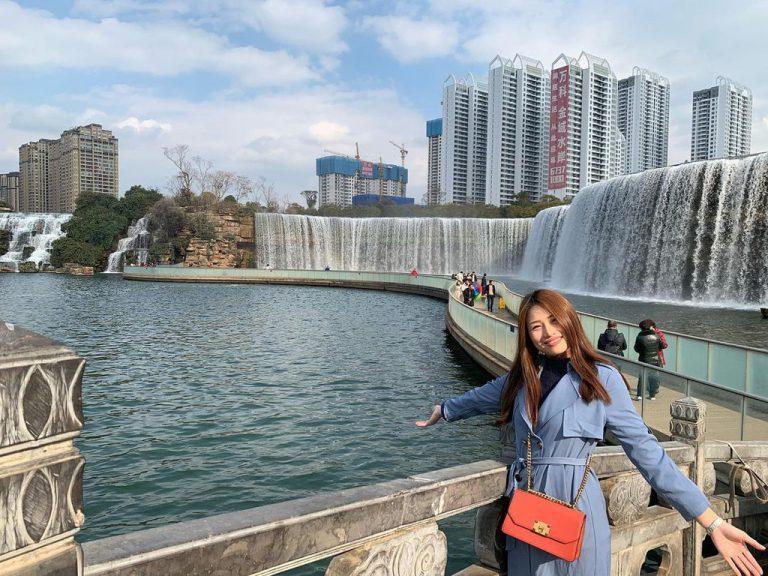 Đến Trung Quốc check in tại thác nước nhân tạo lớn nhất Châu Á