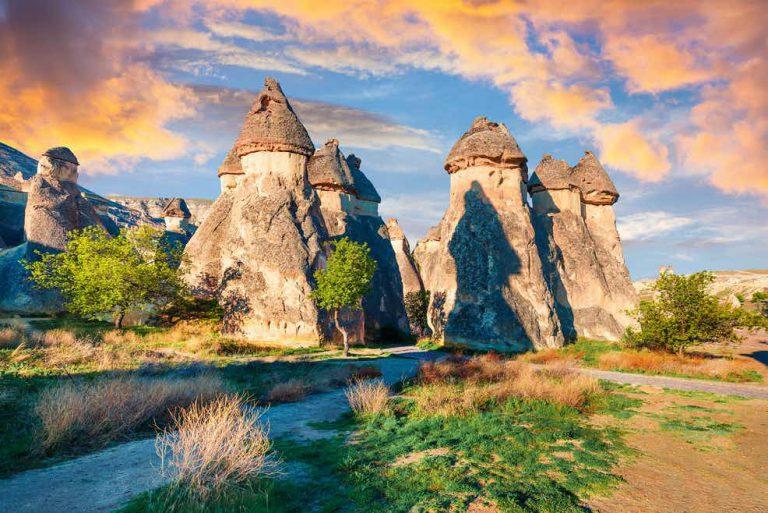 Khám phá các ngôi làng đẹp như cổ tích trên khắp thế giới
